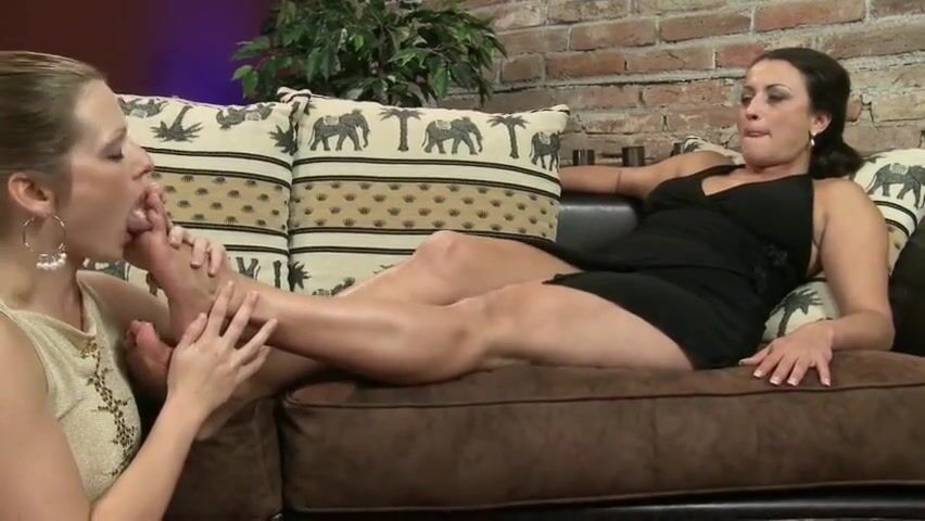 Sexy Teen Lesbian Feet Worship