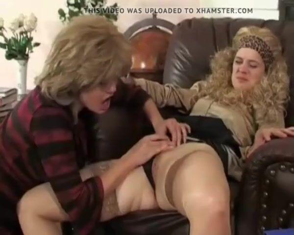 Milf Teen Lesbian Tribbing